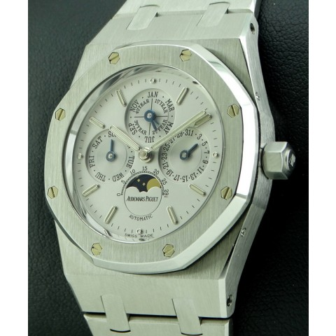 Royal Oak Perpetual Calendar Mid Size, 25800ST from year 2000