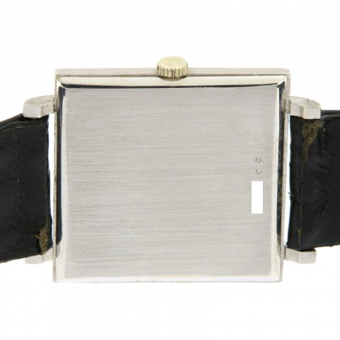 Extra flat signed Cartier in 18kt white gold